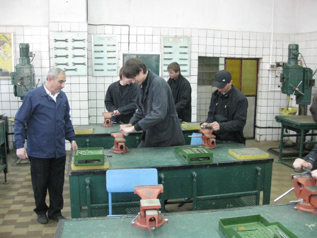 помощник машиниста буровой установки вакансии иркутск